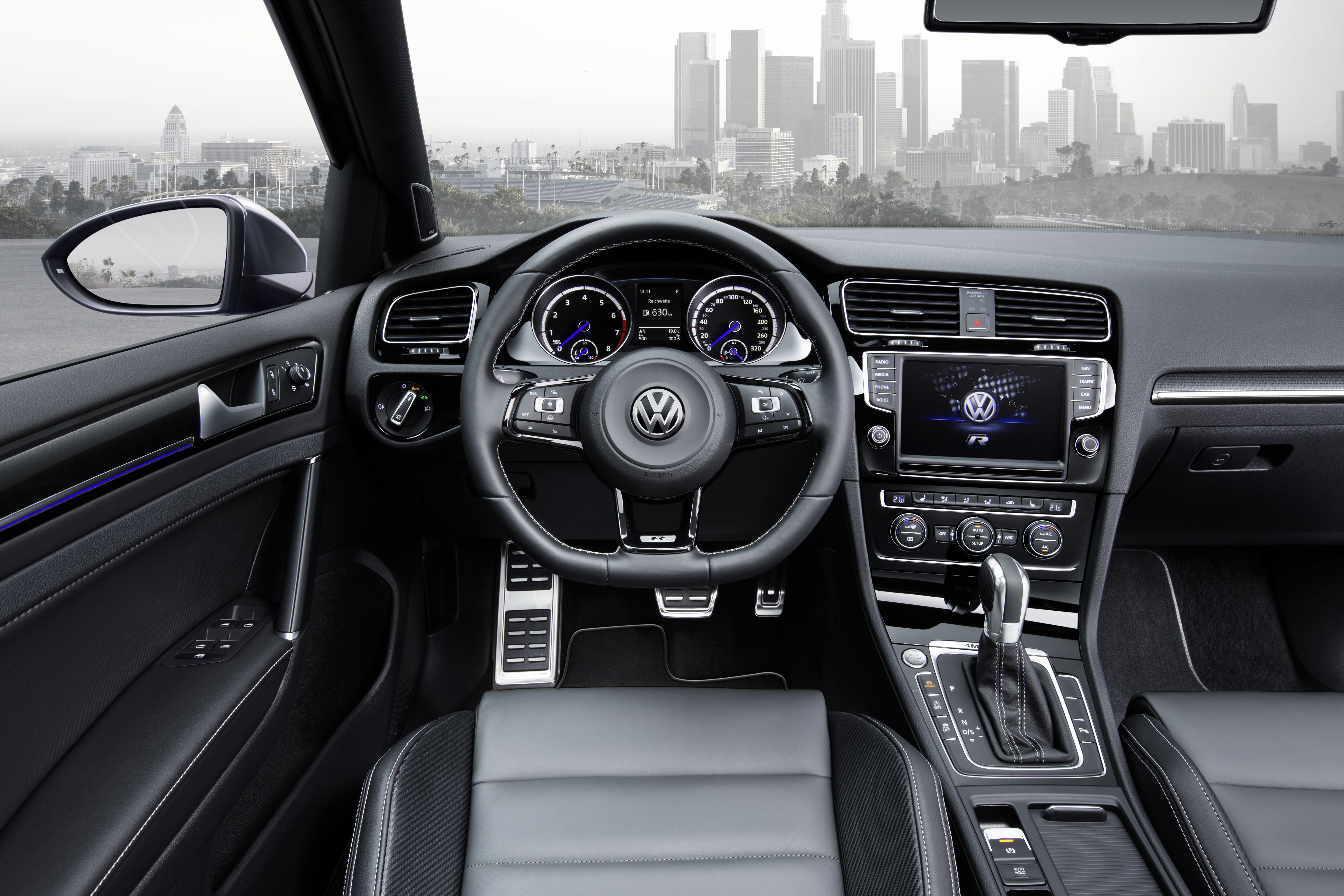 Volkswagen golf r variant makes its world debut at the los for Interieur sport golf
